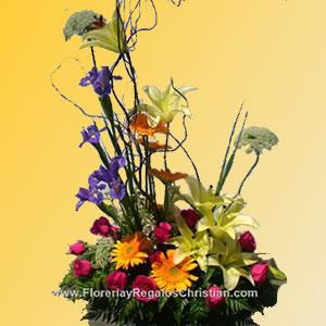 Arreglo floral exótico de lilis, lirios, gerberas y rosas. E9
