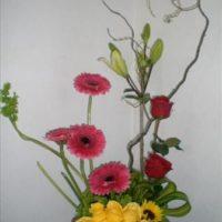 Moderno arreglo de rosas y gerberas - E40